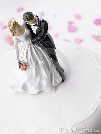 Free Wedding Cake With Bride And Groom Royalty Free Stock Photo - 8755685
