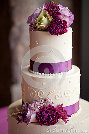 Free Wedding Cake With Flowers Stock Image - 28896371