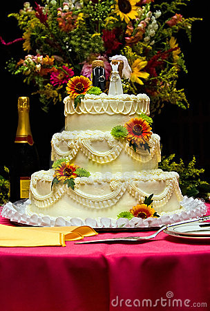 Free Wedding Cake With Flowers Stock Images - 3258824