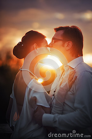 Free Wedding Couple Royalty Free Stock Photography - 32677077