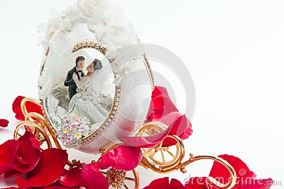 The wedding couple in a carriage.