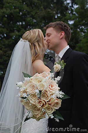 Free Wedding Couple Kissing With Bouquet Stock Image - 6503811