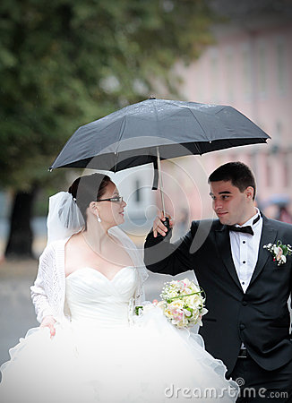 Wedding couple in rain