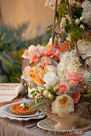 Free Wedding Decor Table Setting And Flowers Royalty Free Stock Image - 28892836