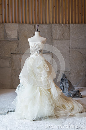 Free Wedding Dress Royalty Free Stock Photo - 33448375