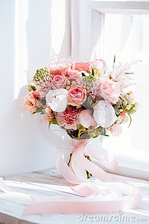 Free Wedding Flowers, Bridal Bouquet Closeup. Royalty Free Stock Photo - 119912435