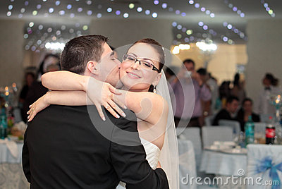 Wedding party kiss