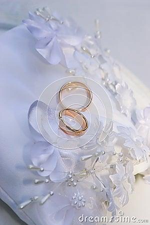 Free Wedding Rings Royalty Free Stock Photo - 991355