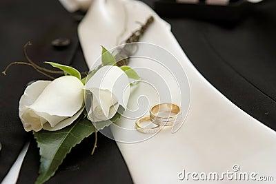 Wedding rings & flower