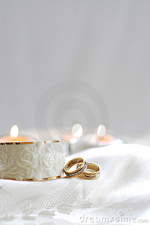 Free Wedding Rings On White Stock Photos - 15760343