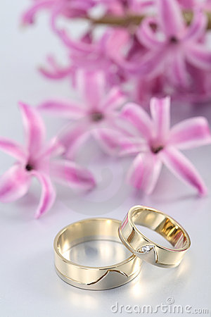 Wedding rings & purple blooms