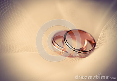 Wedding rings (soft light)
