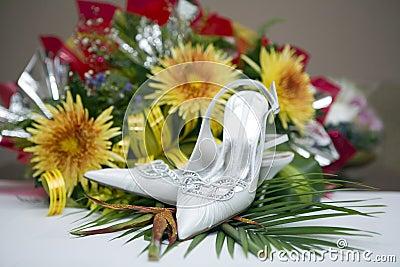 العرايس wedding-shoes-and-flowers-thumb6697369.jpg