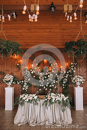 Free Wedding Table Banquet Decorated With Flowers And Plants, Retro Lamps On A Wooden Background Royalty Free Stock Images - 92722199