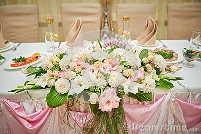 Wedding table bride and groom decorated with flowers stock photo image 583 - Fleurs table mariage ...