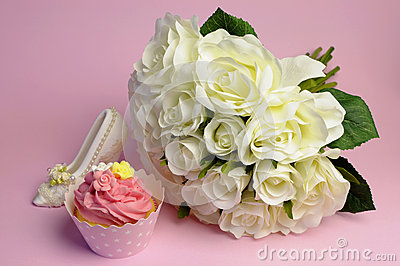 Wedding white roses bouquet with pink cupcake