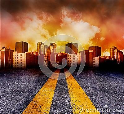 Weg die in de Stad met Rode Zonsondergang gaat