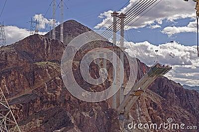 Weg die tussen bergen worden gebouwd