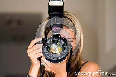 Weiblicher Fotograf.