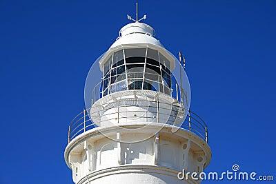 Weißer Leuchtturm-oberster blauer Himmel