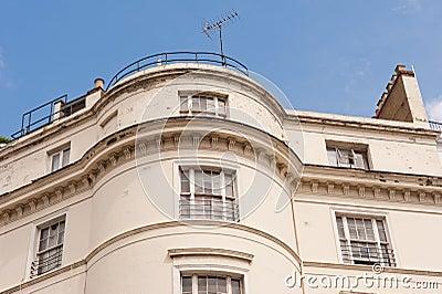 Weißes Terrassehaus in London.