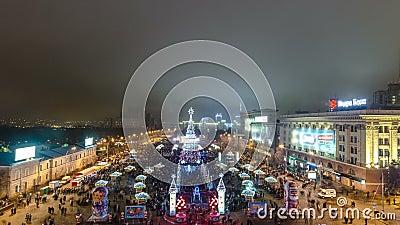 Weihnachtsbaum timelapse vor Feuerwerk, Kharkov, Ukraine stock video