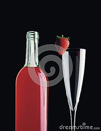 Wein-Flasche u. Erdbeere