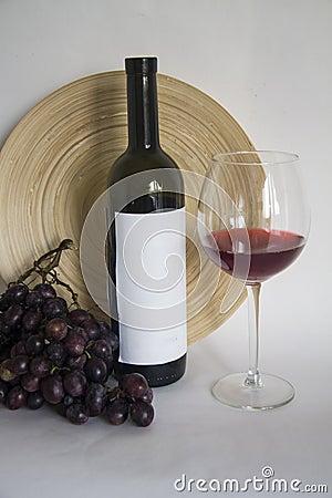 weinflasche mit glas burgunder wein stockfoto bild 60208169. Black Bedroom Furniture Sets. Home Design Ideas