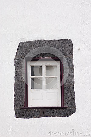 Weinig purper venster