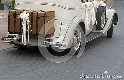 Weinlese-Hochzeits-Auto