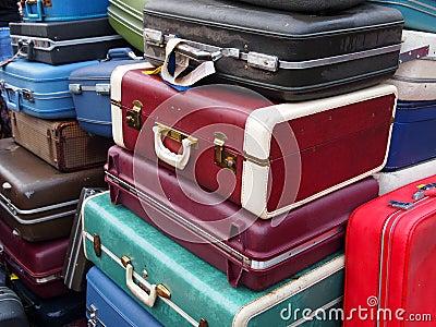 Weinlese-Koffer in einem Stapel