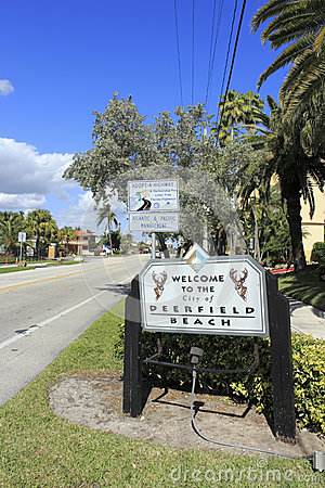 Welcome Sign to Deerfield Beach Editorial Stock Photo