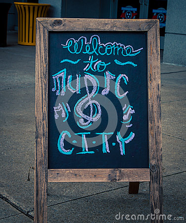 Free Welcome To Music City Sign Stock Photo - 86672090