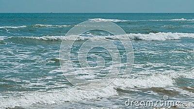 Wellen im Meer stock footage