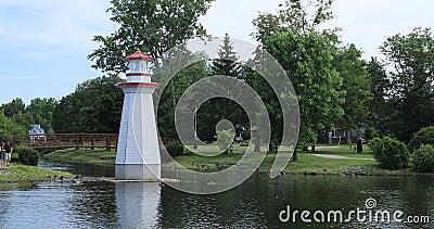 Wellington Park in Simcoe, Canada con il faro 4K archivi video