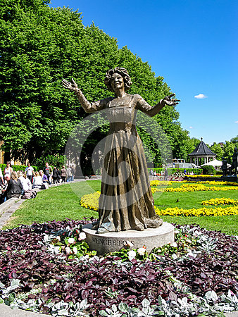 Wenche Foss statue in Oslo Editorial Photography