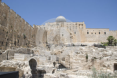 Western Wall Excavations with al-aqsa mosque