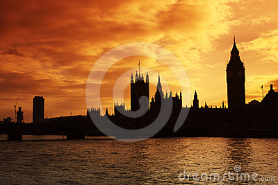 Westminster e as casas do parlamento no por do sol