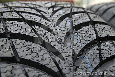 Wet winter tyre