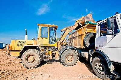 Wheel loader machine loading dumper truck