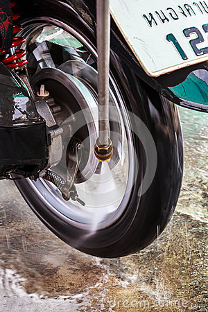 Wheel motorcycle washing with water pressure.