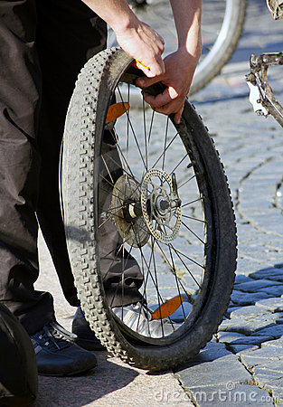 Free Wheel Repair Stock Photography - 22800502