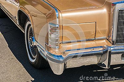 (wheels on wyandotte) Gold Classic cars