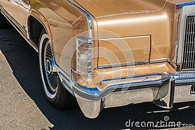 (wheels on wyandotte) Gold Classic cars
