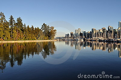 Downtown vancouver and stanley park in beautiful british columbia