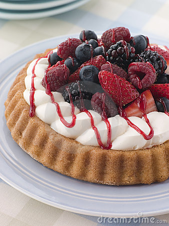 Free Whipped Cream And Berry Sponge Flan Royalty Free Stock Photography - 5858407