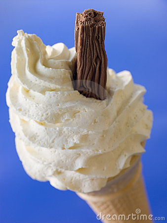 Free Whipped Ice Cream Cone With A Chocolate Flake Royalty Free Stock Image - 5858846