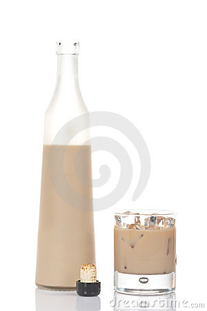 Free Whiskey Cream Bottle And Glass Royalty Free Stock Images - 3624119