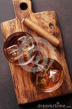 Free Whiskey With Ice And Cigar Royalty Free Stock Photography - 95402137