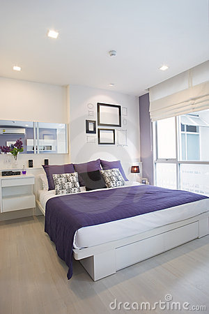 Free White And Violet Bedroom Royalty Free Stock Photography - 10410357